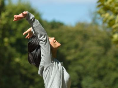 骨盤前傾を改善するためのストレッチと筋トレの方法